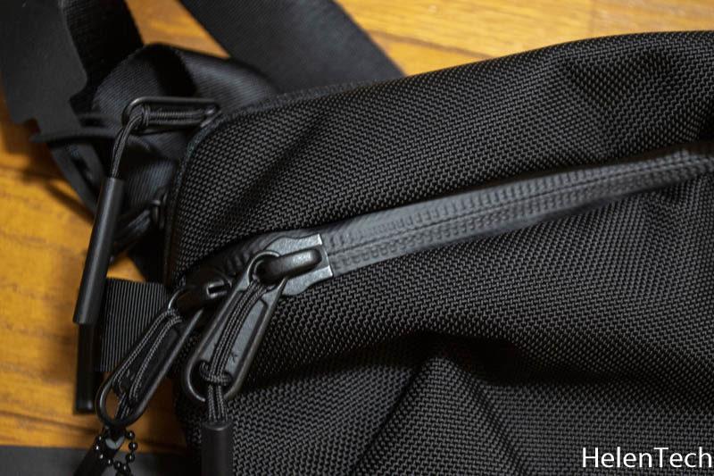 190331 aer day sling 2 002 800x533-Aerのボディバッグ「AER Day Sling 2」をレビュー!小さいクセにいろいろ入って便利です。