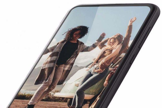 motorola fullscreen model rumor 640x427-モトローラからノッチのないフルスクリーンディスプレイのスマホがリリースされるかもしれません